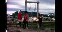Børn på gynge i Nuuk